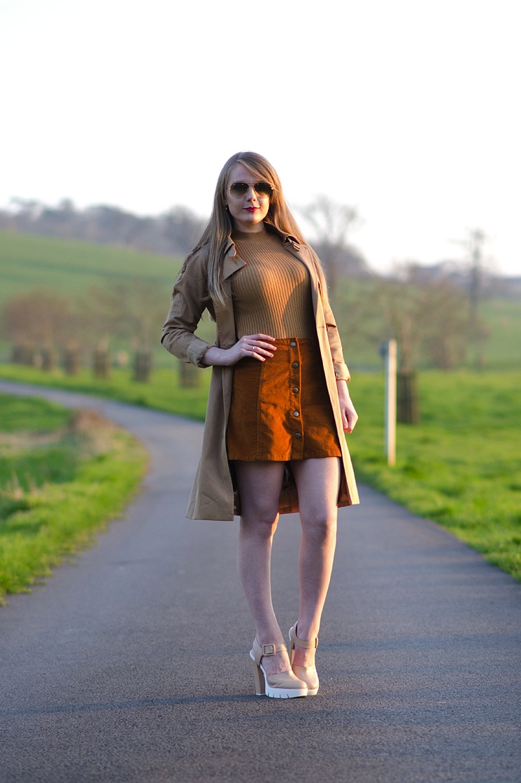 70s-brown-skirt-crop-top