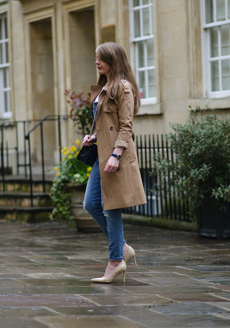 blogger-in-a-trench-coat-like-burberry