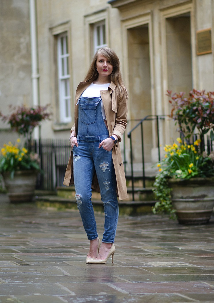 denim-dungarees-overalls-with-trench-coat
