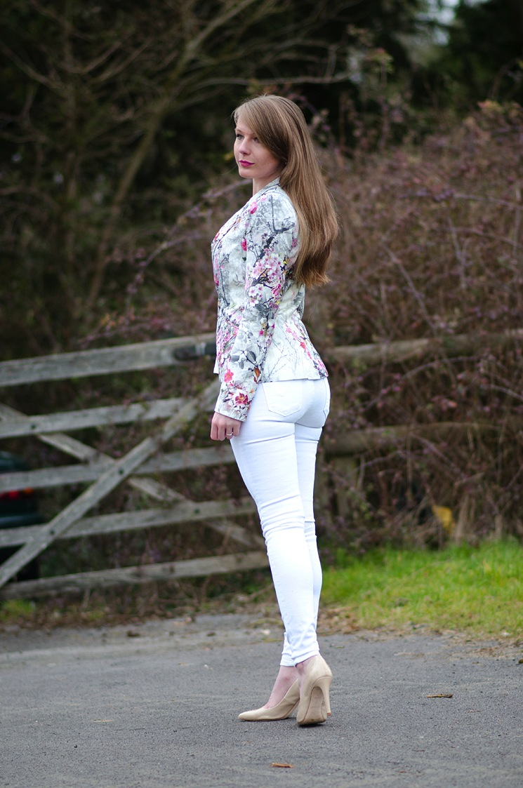 girl-tight-white-jeans-lorna-burford-skinny – Raindrops of Sapphire