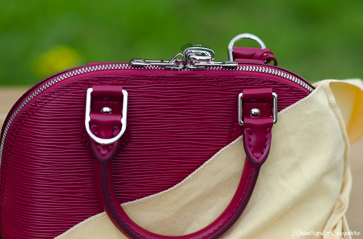 louis-vuitton-alma-bb-epi-leather-fuchsia-bag-review-15