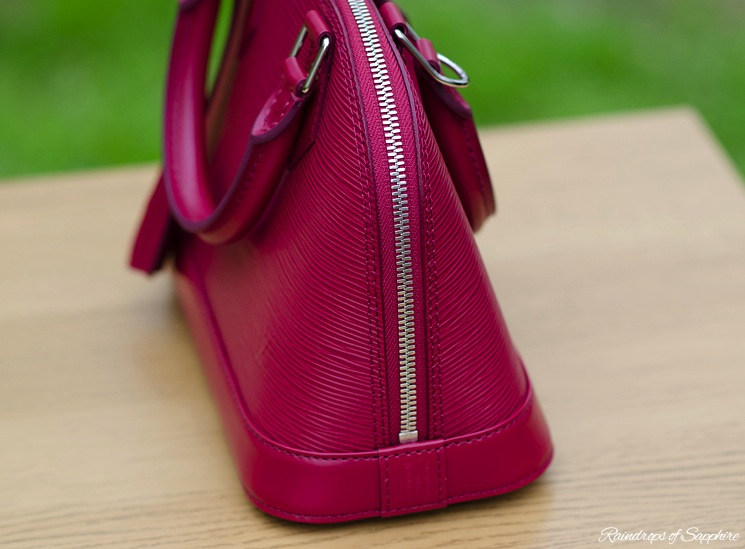 louis-vuitton-alma-bb-epi-leather-fuchsia-bag-review-3