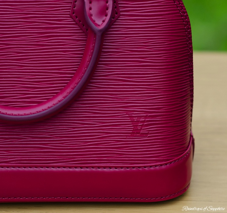 louis-vuitton-alma-bb-epi-leather-fuchsia-bag-review-4
