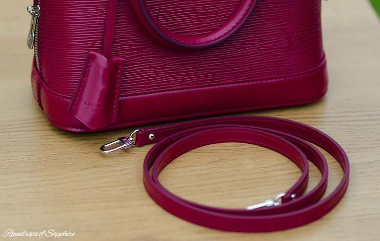 louis-vuitton-alma-bb-epi-leather-fuchsia-bag-review-5