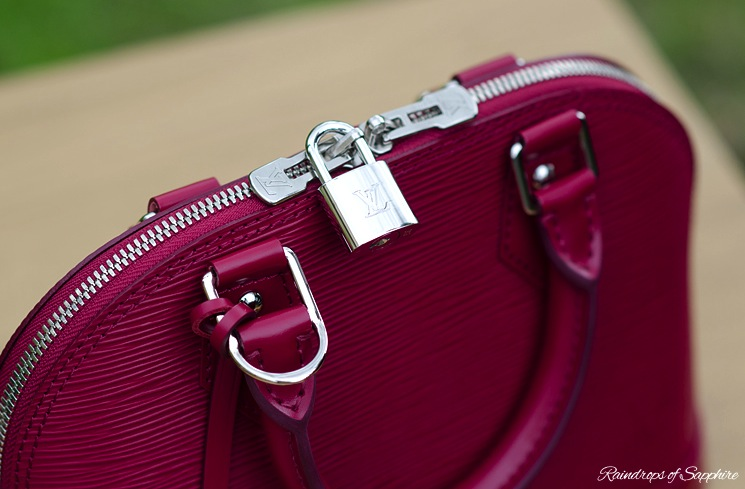louis-vuitton-alma-bb-epi-leather-fuchsia-bag-review-9
