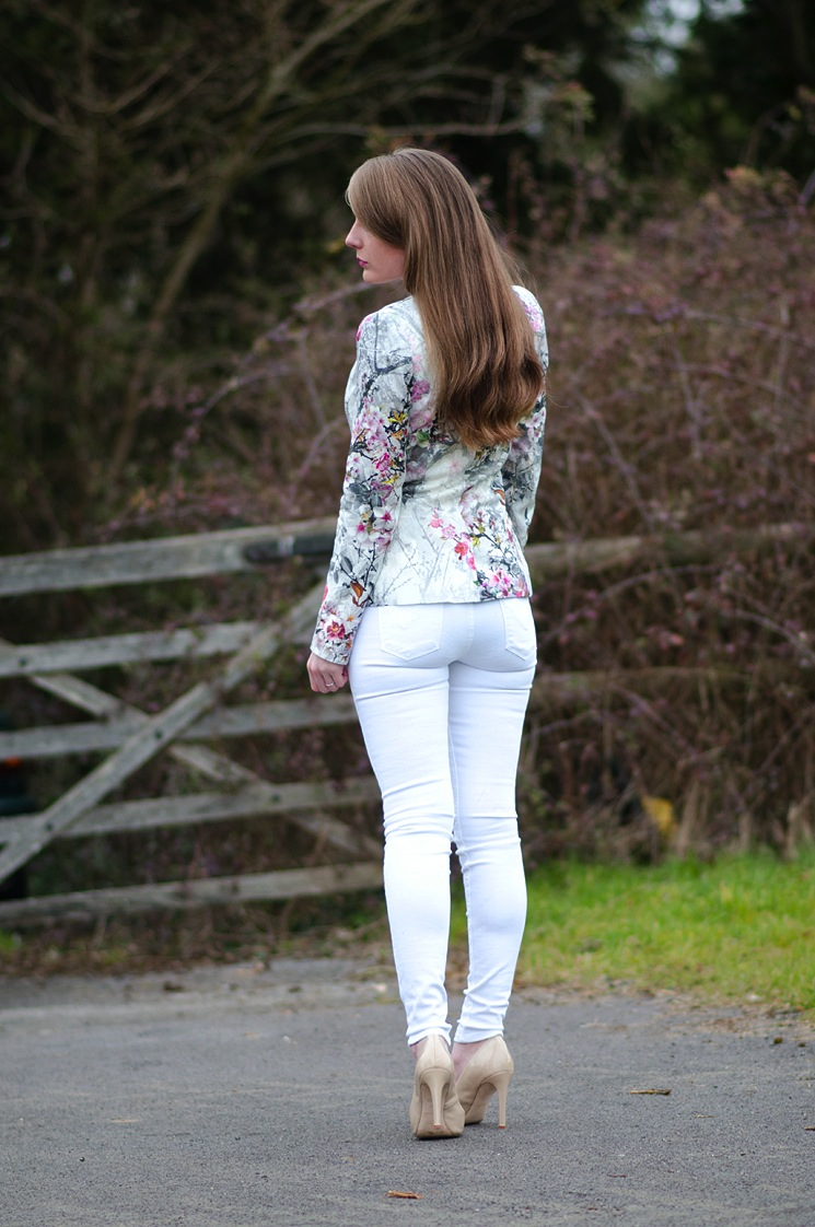 tight-white-skinny-jeans