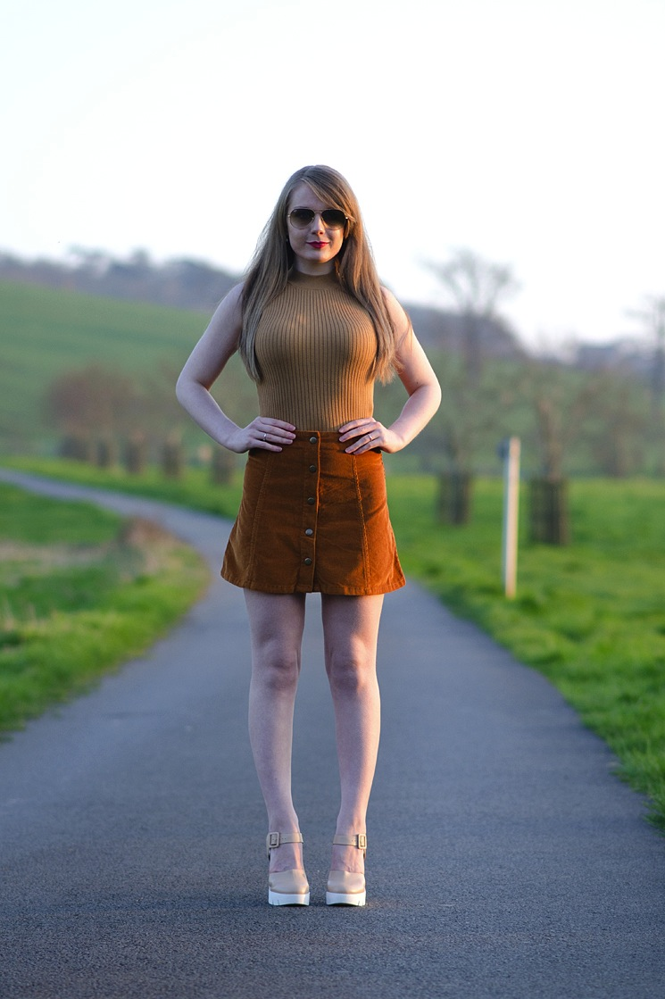 topshop-cord-skirt-crop-top-70s-blogger