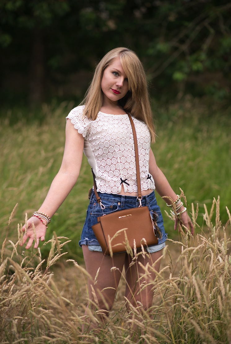 fashion-blogger-countryside-fields