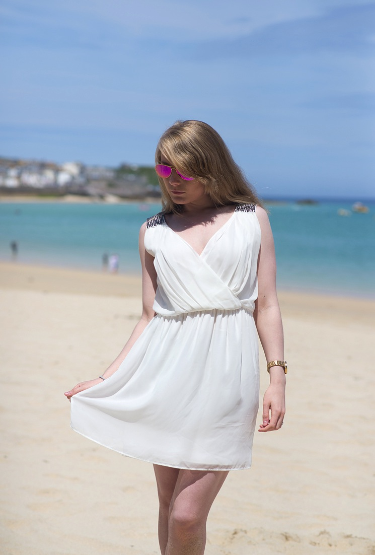 white-wrap-dress-beach