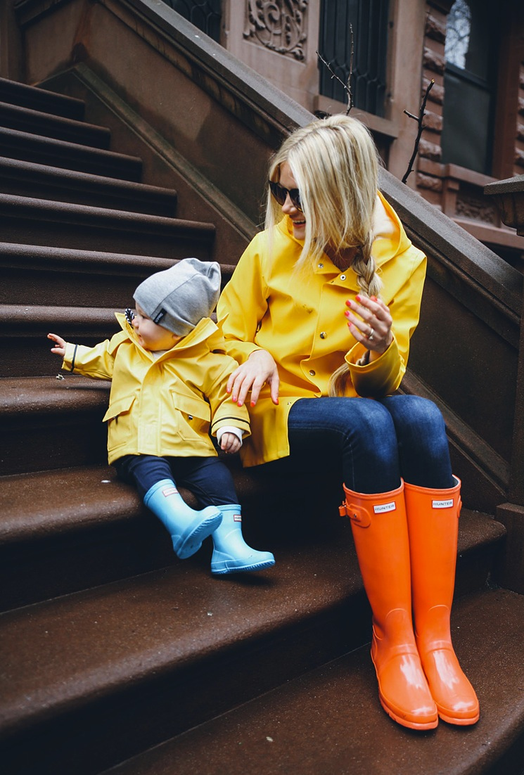yellow-rain-coat-blogger-orange-wellies