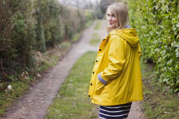 yellow-rain-coat-blogger