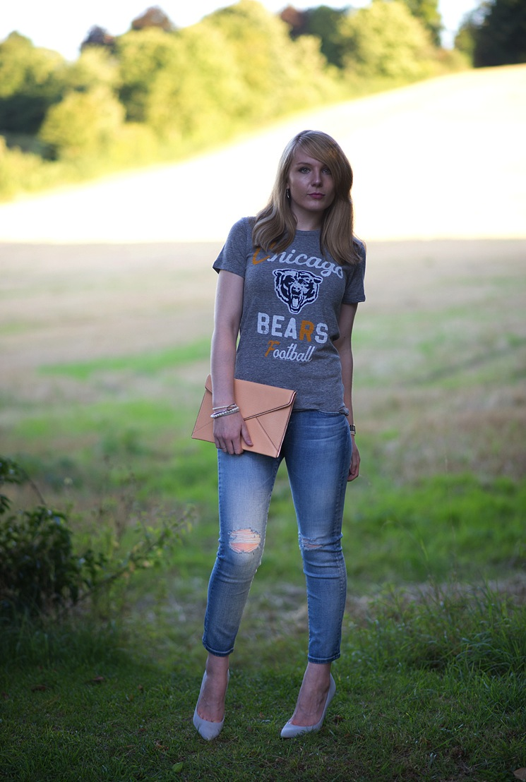 chicago-bears-t-shirt-girl-jeans