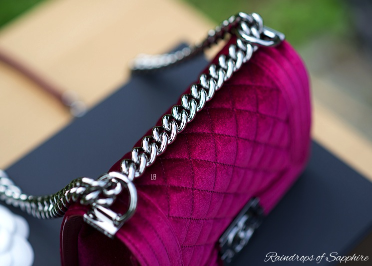 chanel-velvet-small-boy-bordeaux-bag-chain