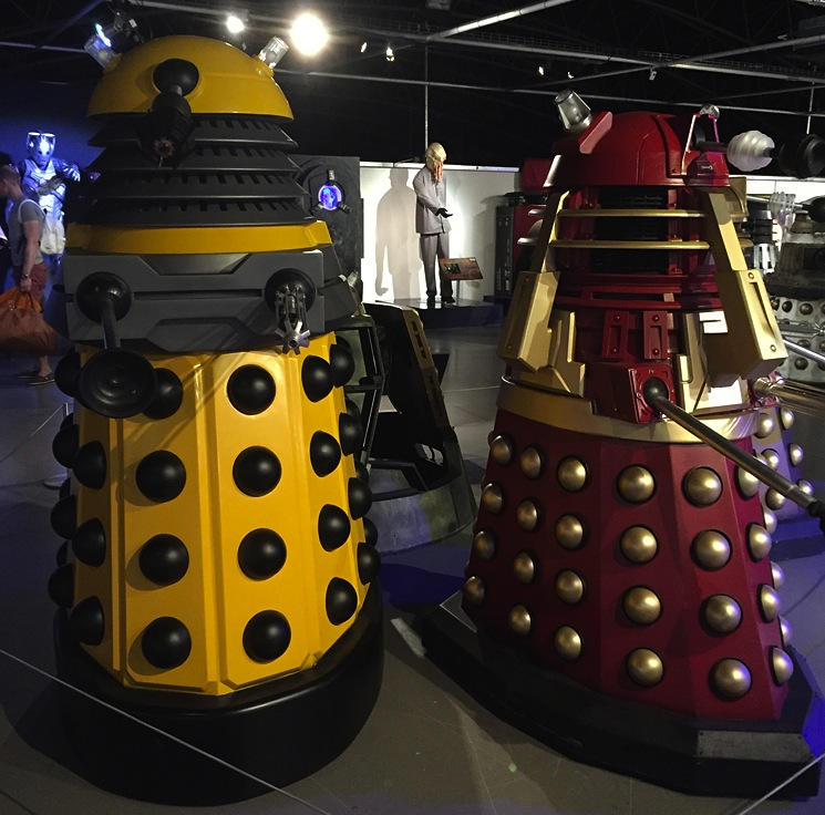 dr-who-dalek-red-yellow