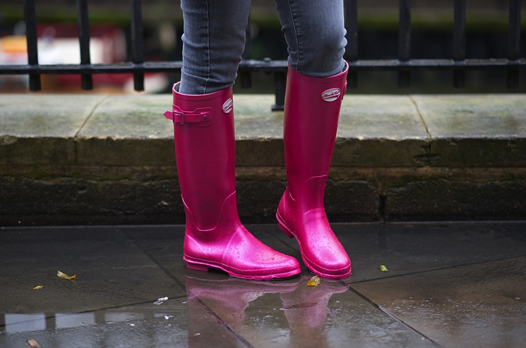 rockfish-wellies-blush-metallic-pink