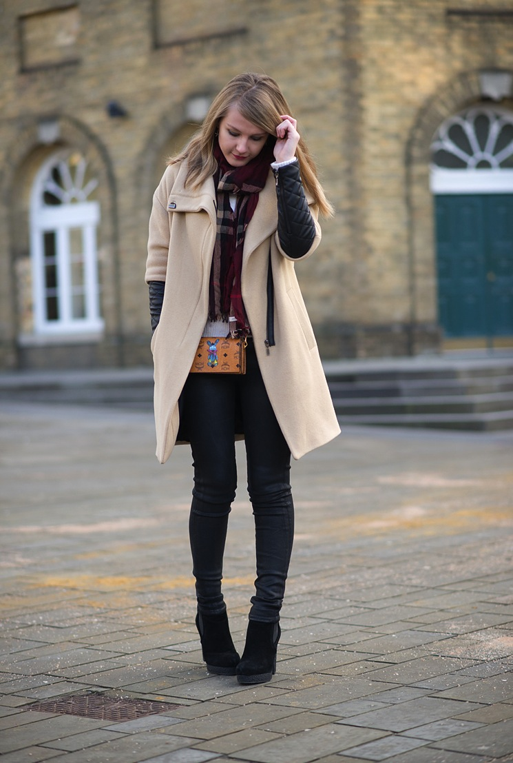fashion-blogger-beige-coat-leather-sleeves