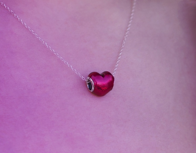 pandora-red-heart-enamel-charm-on-chain