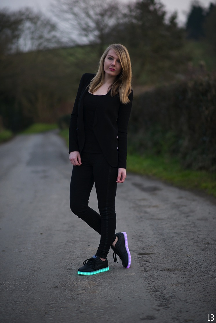 beam-led-light-up-shoes-black-outfit-fashion-blogger