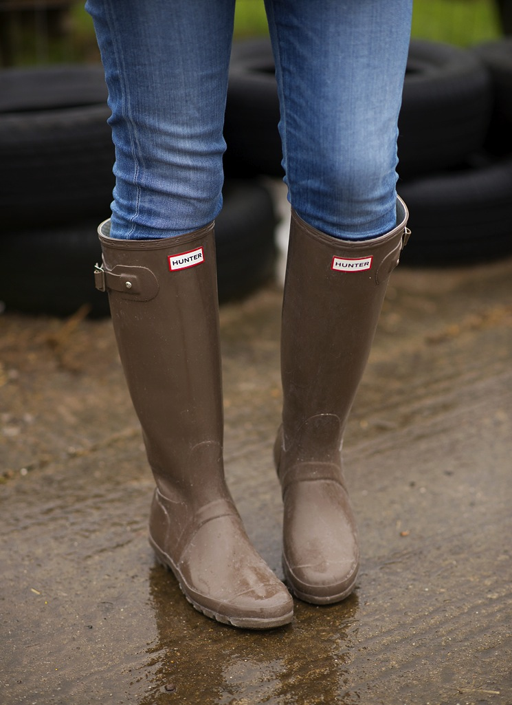 hunter-cocoa-gloss-wellies
