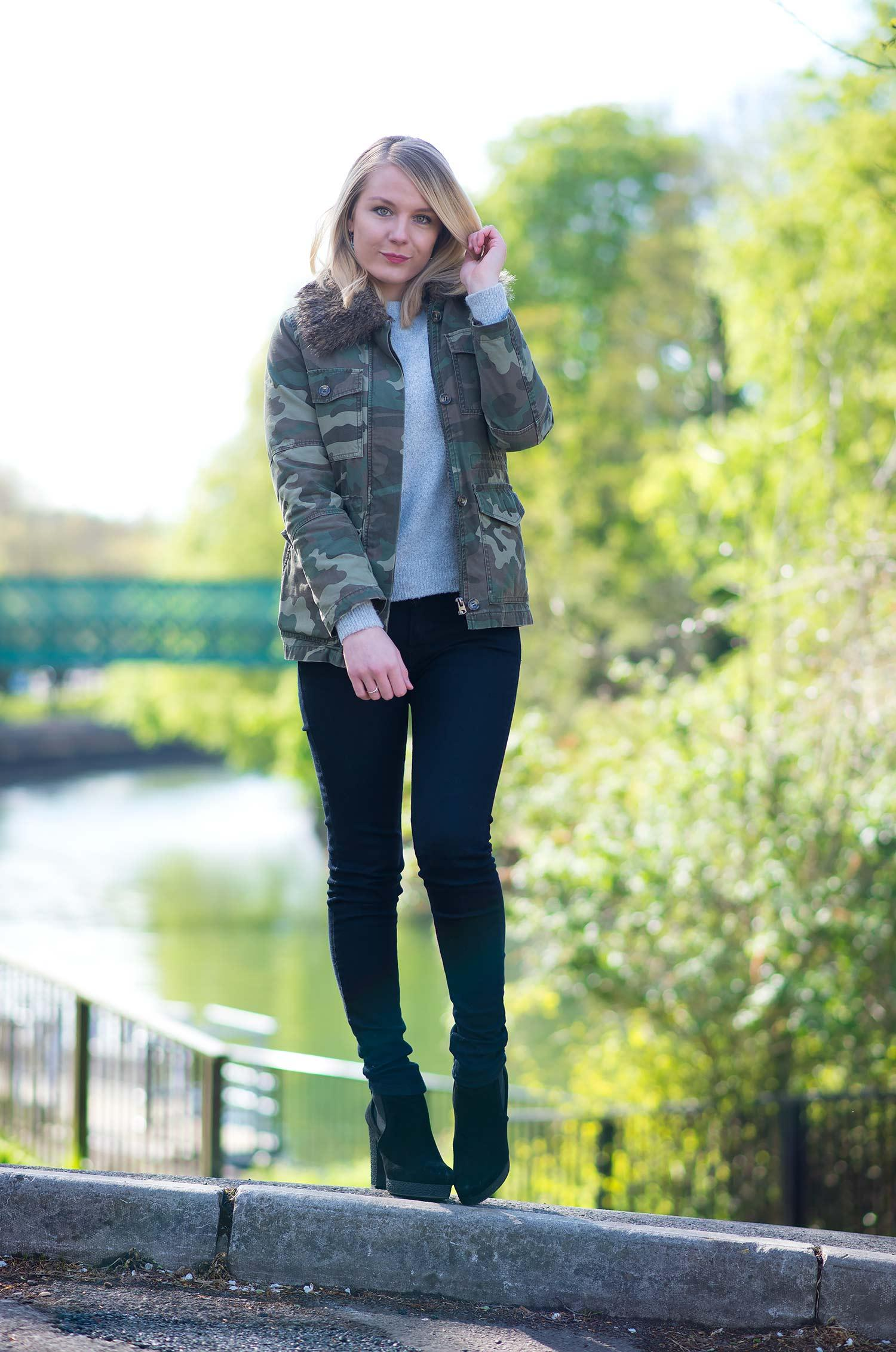 camo jacket and black skinny jeans