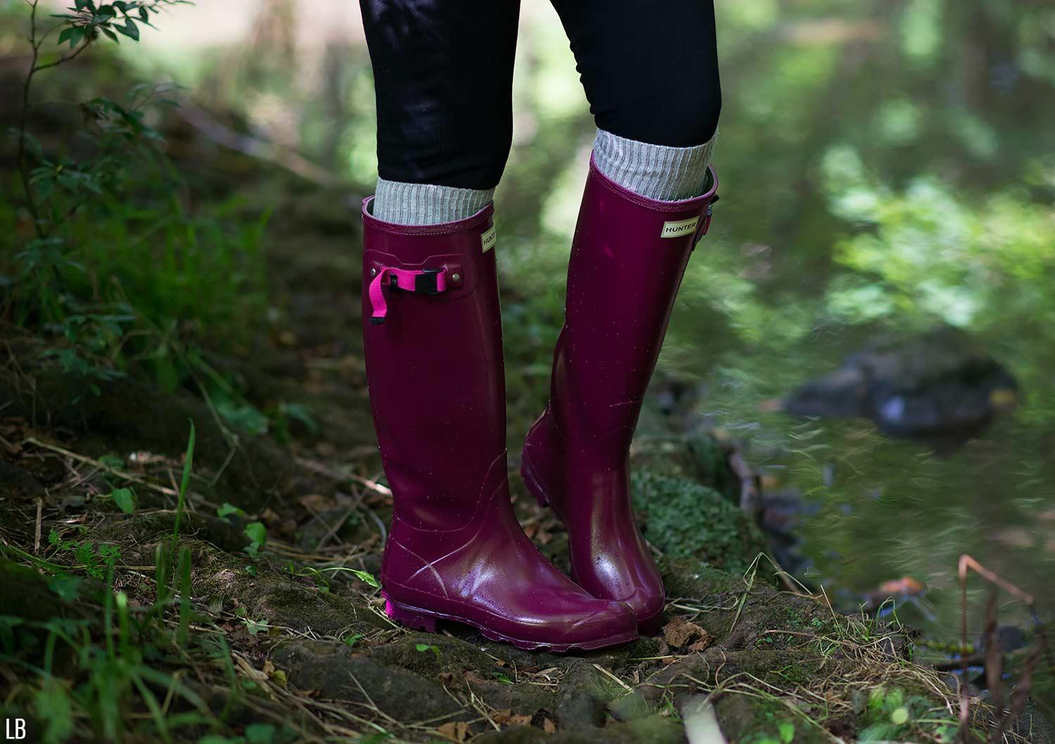 Splashing In Hunter Norris Field Boots In Loganberry