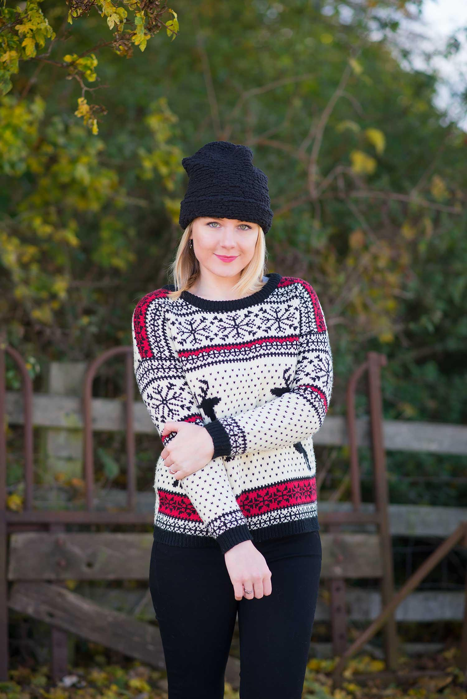 fashion-blogger-in-a-christmas-jumper