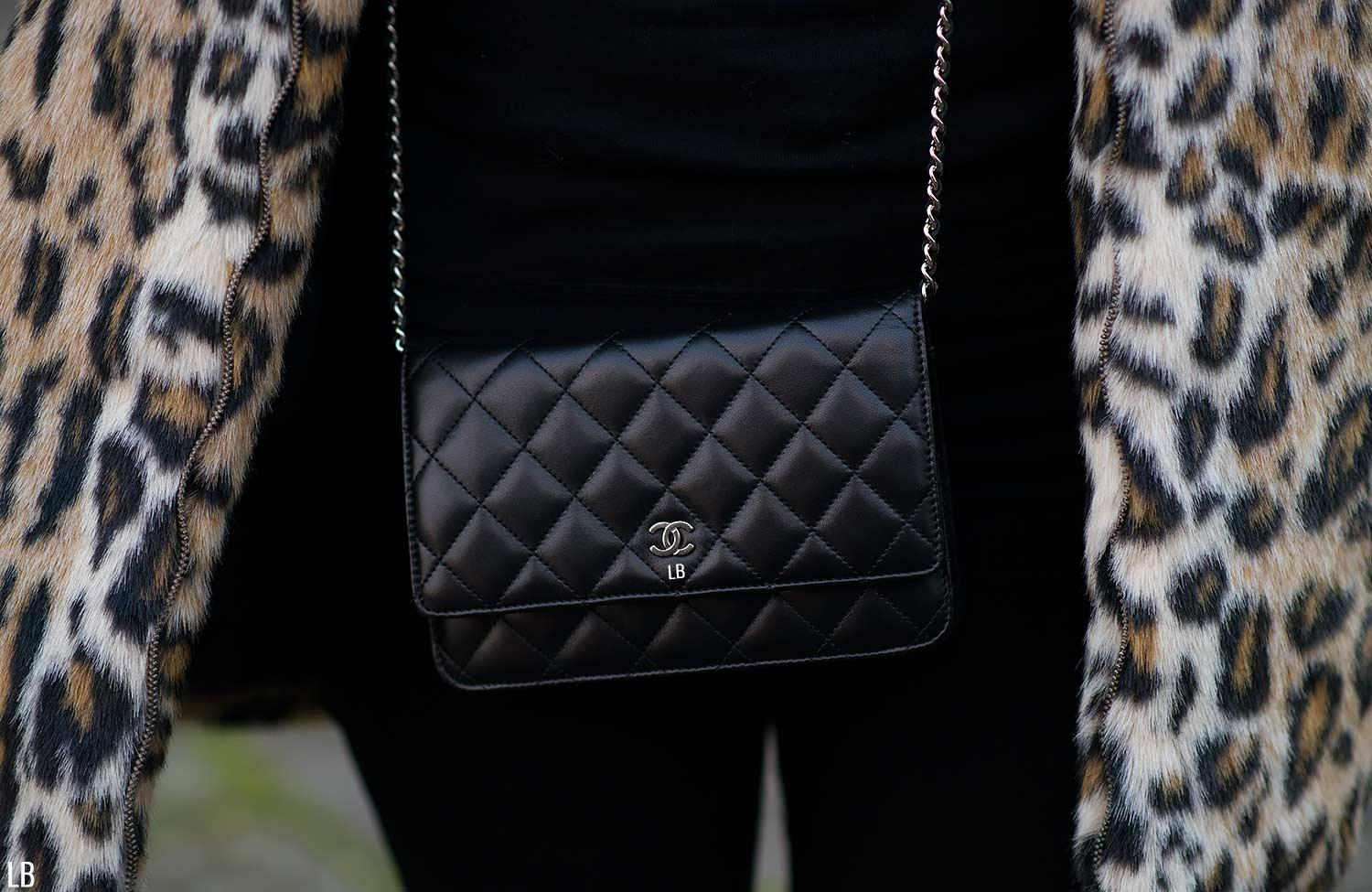 chanel-wallet-on-chain-woc-black-silver-worn