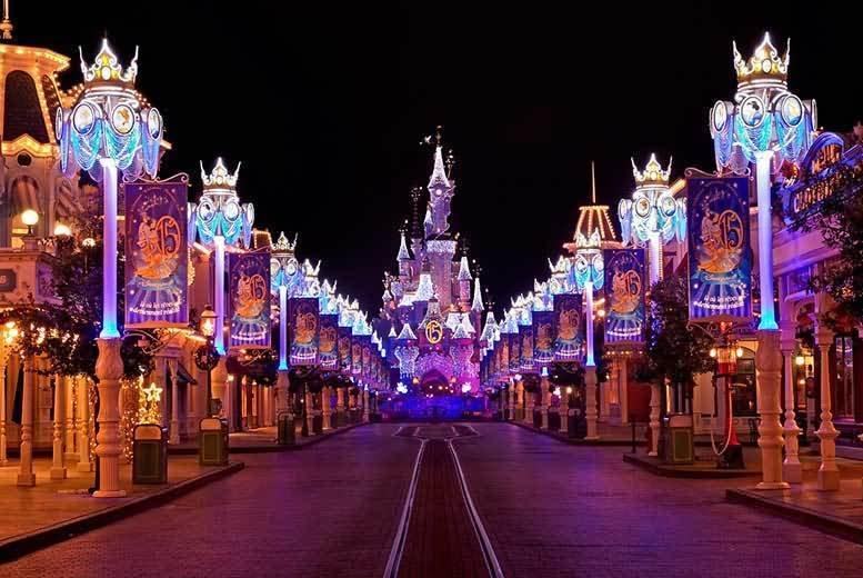Disneyland-Paris-Castle-At-Night2