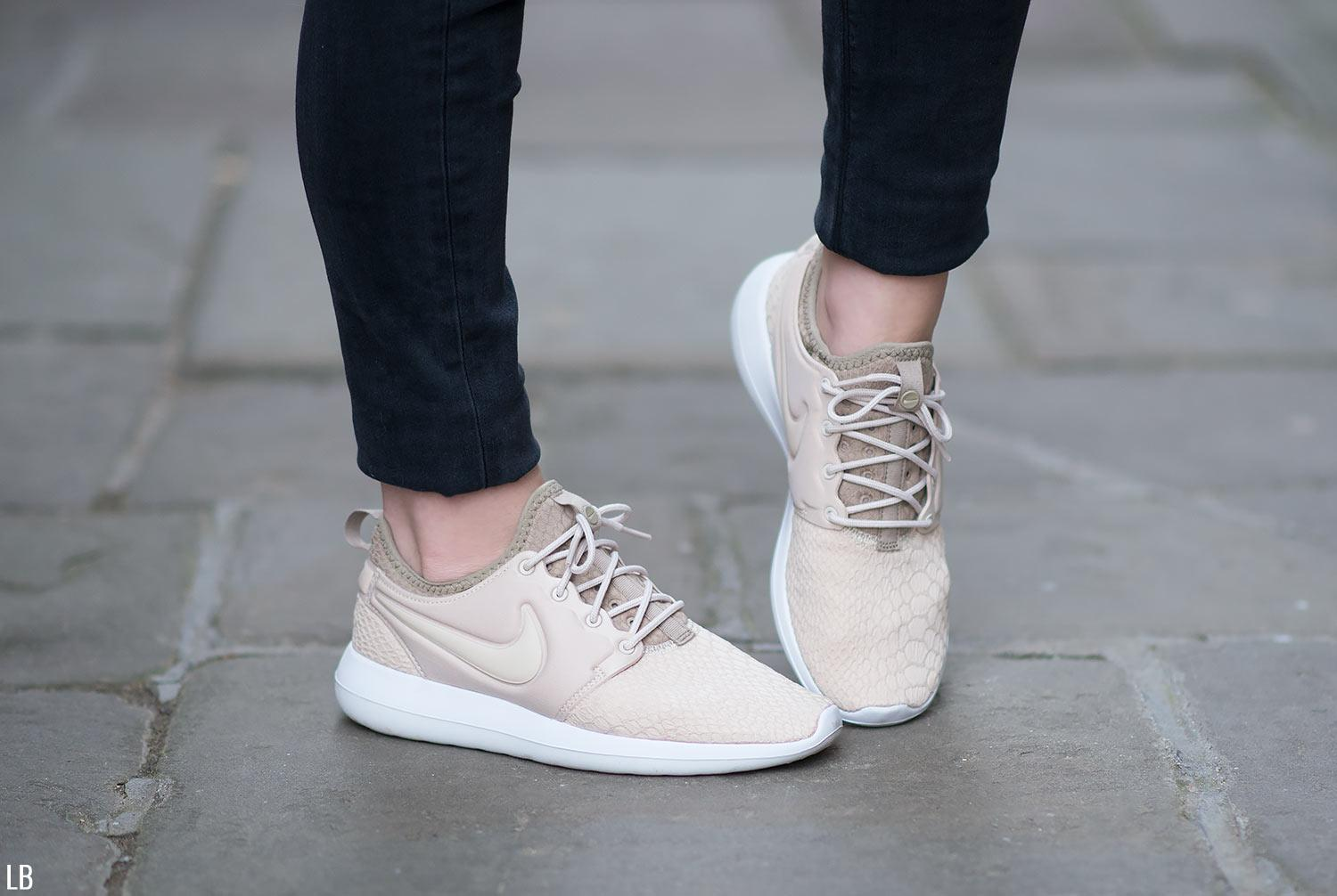 womens nike roshe two trainers