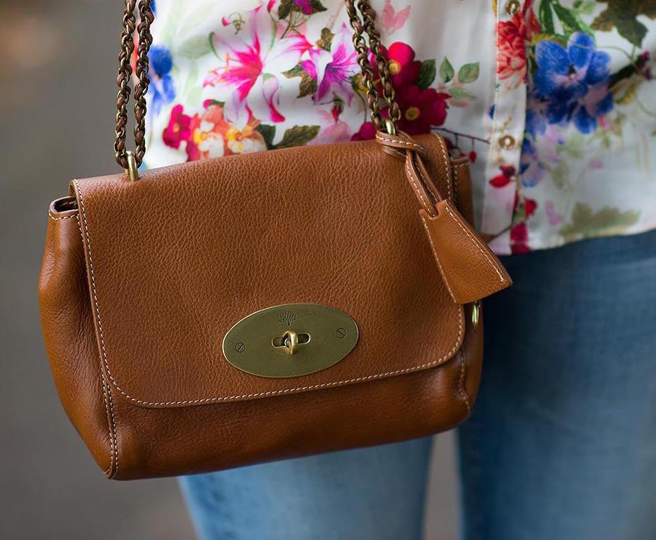 84ebabc98d3 So this is my roundup of 6 Mulberry bags that I think are classic and great  pieces to venture into the brand with. The fact that you re supporting a  British ...